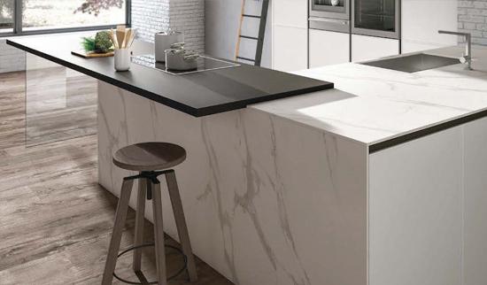 Eleganza e raffinatezza: cucine effetto marmo a bologna